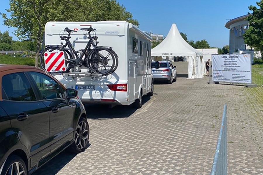 Corona-Drive-In-Testzentrum-Stralsund